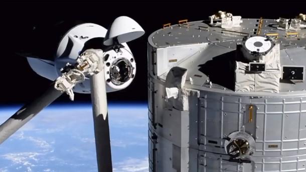 Astronauten treffen auf der ISS ein