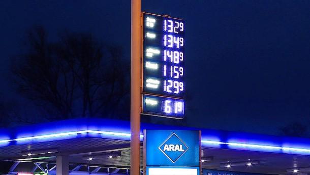Günstigeres Rohöl macht Benzin und Diesel billiger