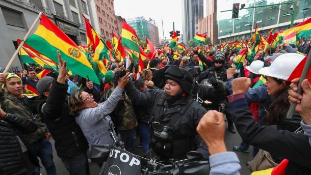 Versinkt Bolivien jetzt im Chaos?