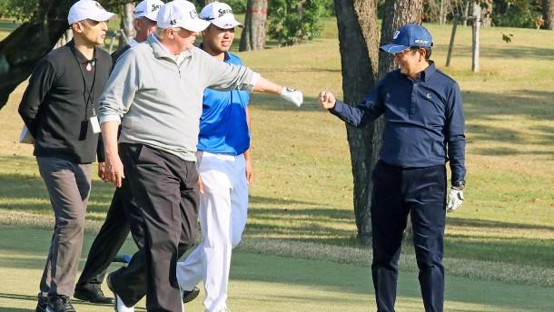Trump prahlt in Japan mit seinen Golfkünsten