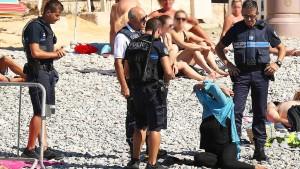 Aufregung um Burkini-Kontrollen am Strand