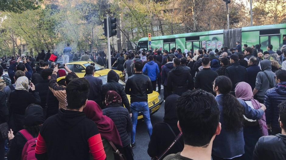 Tausende Demonstranten im Iran