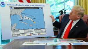 Trump zeigt per Hand geänderte Hurrikan-Karte