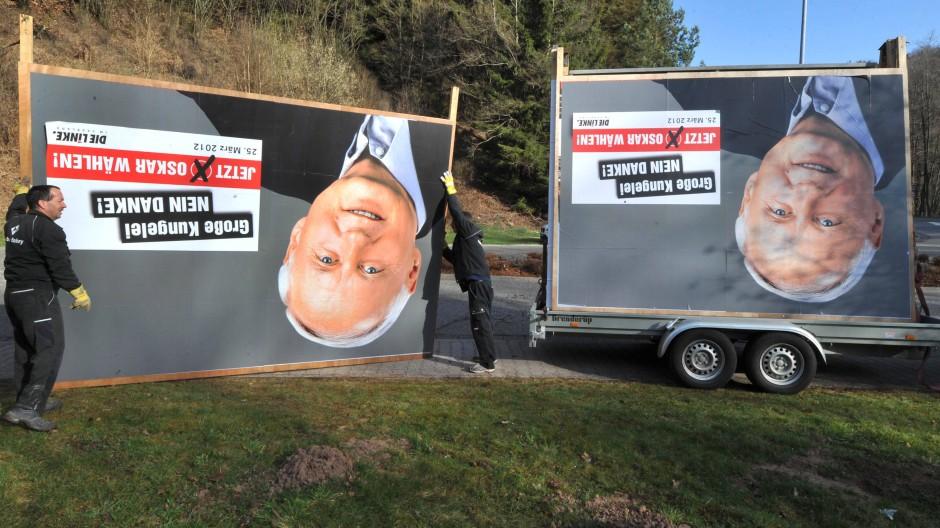 """""""Unser Angebot steht"""": Die Plakate werden zwar abgebaut, Oskar Lafontaine wirbt aber weiter für eine rot-rote Landesregierung"""