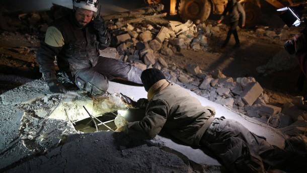 Mehrere Zivilisten bei russischen Luftangriffen getötet