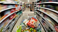 Kein Vergnügen: Eiliges Einkaufen im Supermarkt