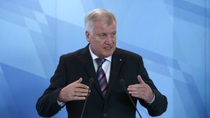 Seehofer fordert Zehn-Punkte-Plan zur Flüchtlingskrise
