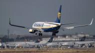 Hohe Nachfrage: Die irische Fluggesellschaft Ryanair erweitert ihren Flugplan früher als geplant.