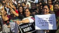 Wut und Verzweiflung: Indische Aktivisten protestieren am Freitag in Bombay gegen mehrere Fälle.