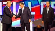 Trump (l.), Cruz und Kasich (r.) bei einer gemeinsamen Fernsehdebatte im März