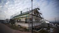 Dieses Haus ist fast fertig – und deshalb wahrscheinlich noch mit höheren Zinsen finanziert worden.