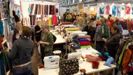 Materialsammlung: Die Messe bietet viel Stoff für Kreative.