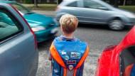 Schulweg: Den Eltern ein Graus, aber in Wahrheit weniger gefährlich als die eigene Wohnung