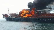 Öltanker brennt vor Mexikos Küste