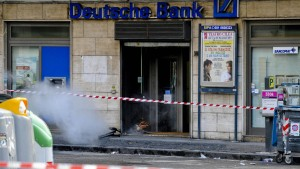 Bombenfund vor Deutscher-Bank-Filiale in Neapel