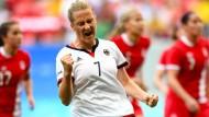 Melanie Behringer gibt den Fußballfrauen Halt.