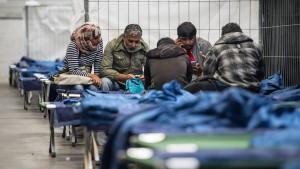 De Maizière will Leistungen für Flüchtlinge stark kürzen