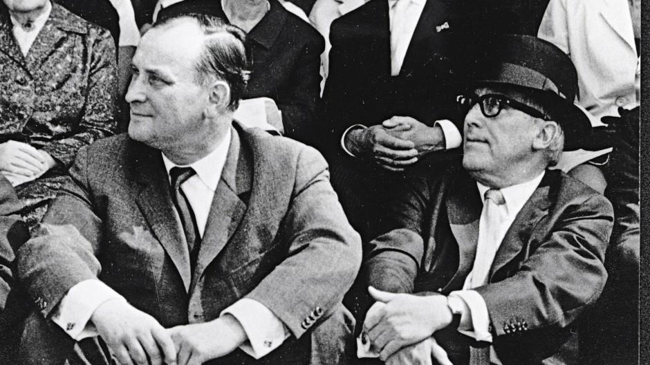 Werner Haftmann (links) und Arnold Bode bei der Eröffnungsfeier der documenta 3 im Jahr 1964