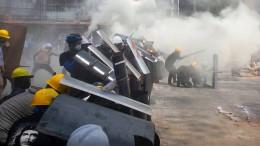 Polizei schießt auf Demonstranten