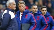 Erfolgstrainer vs. bald gefeuerter Trainer? Ranieri und van Gaal am Sonntag in Manchester