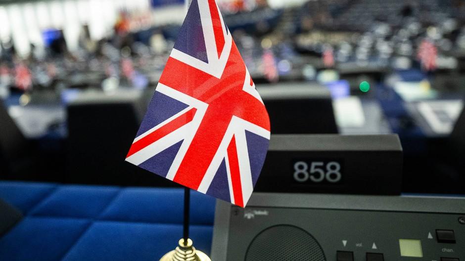 Eine britische Fahne im EU-Parlament in Straßburg