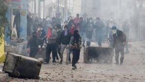 Mehr als 200 Festnahmen und Dutzende Verletzte