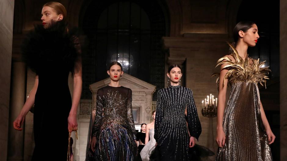 Die Designer des Modelabels Oscar De la Renta ließen sich von einem Ball von Truman Capote inspirieren.