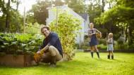 Ohne finanzielle Sorgen: Das Eigenheim und der eigene Garten