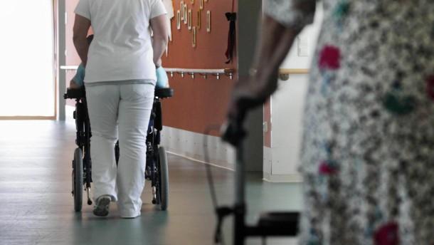 Bundesagentur fordert kuerzere Ausbildungszeit fuer Pflegekraefte