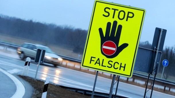 Geisterfahrer rast mit 180 Kilometern in der Stunde über Autobahn