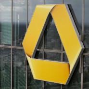 Ein Commerzbank-Logo am Hochhaus in Frankfurt.