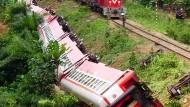 Über 50 Tote nach schwerem Zugunglück