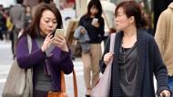 """""""Smartphone-Zombies"""" machen Tokio unsicher"""