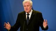 Seehofer: Migranten müssen an EU-Außengrenze gestoppt werden