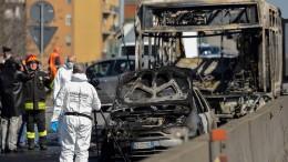 Mann entführt Kinder in Mailand und zündet Schulbus an