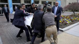 Türkische Sicherheitskräfte greifen Reporter an