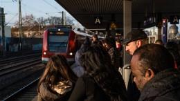 Mann stirbt nach Sturz zwischen Zug und Bahnsteig