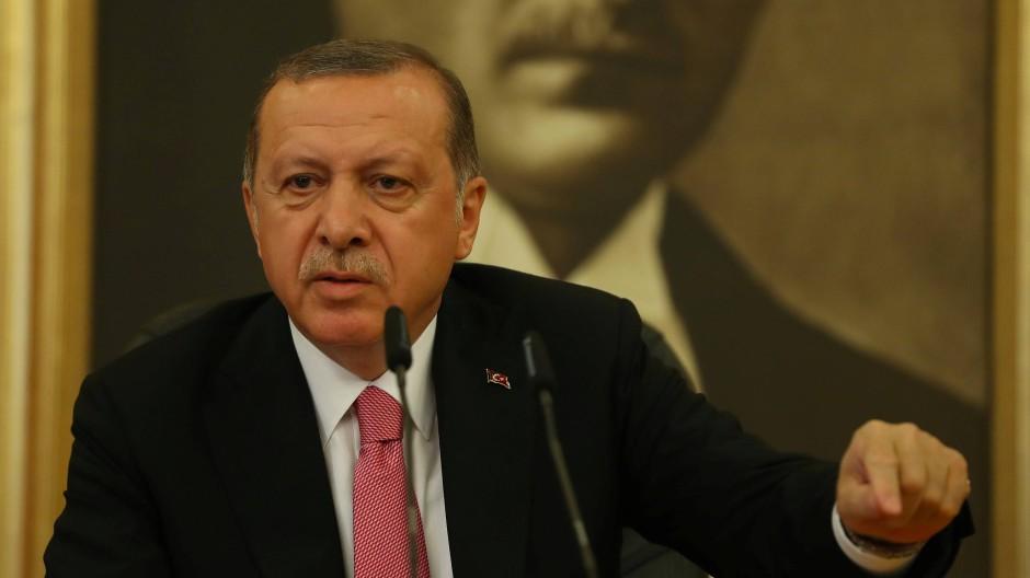 """Retourkutsche aus Ankara: Die Türkei gibt eine """"Reisewarnung"""" für Deutschland heraus."""
