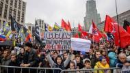 20.000 Russen demonstrieren für die Freilassung von inhaftierten Oppositionellen.