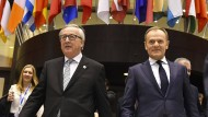 Die Präsidenten der EU-Kommission, Jean-Claude Juncker, und des EU-Rats, Donald Tusk (rechts) beschwören den Zusammenhalt