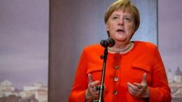 "Merkel will ""Lage neu bewerten"""