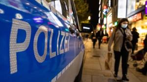 Polizisten in Frankfurt mit Flaschen und Steinen beworfen