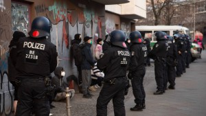 "Polizei räumt linke Berliner Kneipe ""Meuterei"""