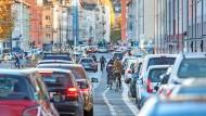Warum tun wir uns so schwer, den Autoverkehr in seine Schranken zu weisen?