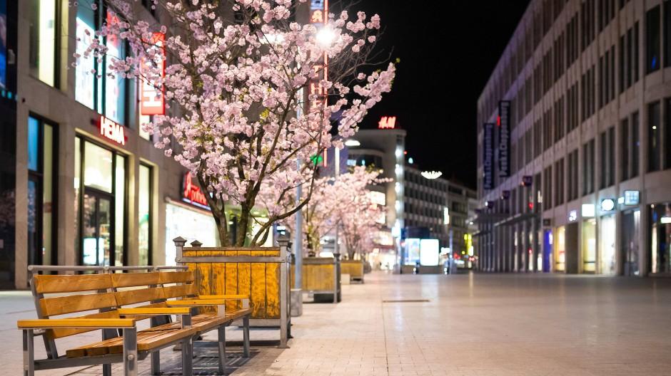 Die menschenleere Innenstadt von Hannover Anfang April: Die Ausgangssperre ist auch ein deutliche Zeichen an die Leichtsinnigen und Gleichgültigen.