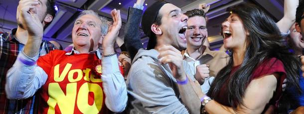 Gewonnen! Gegner der Unabhängigkeit Schottlands feiern am Freitagmorgen in Glasgow