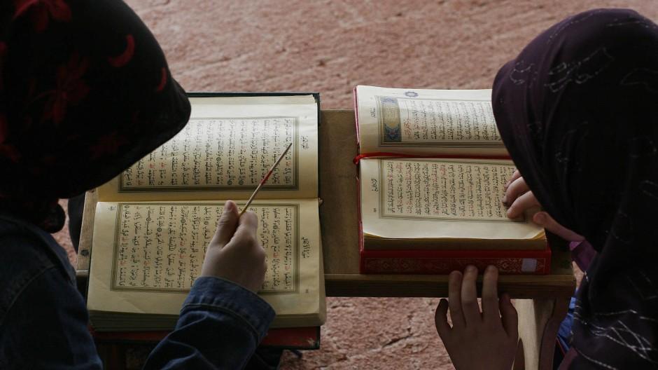 Autoritätskonflikt: Über dem Lehrer steht mancherorts das Wort des Propheten.