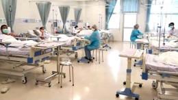 Thailändische Jungen glücklich im Krankenhaus