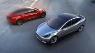 Wie lange muss man auf sein Traumauto warten? Tesla kommt mit der Produktion derzeit jedenfalls nicht hinterher.