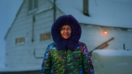 Wenn Inuit-Bewohner Parkas nähen